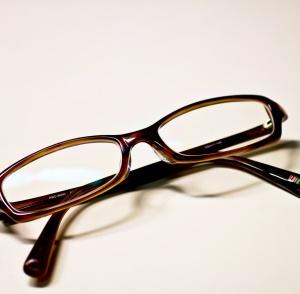 松本潤が葵つかさとお揃いメガネで過激プレイ?ベッド写真流出?